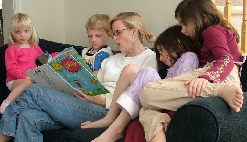 Så får du barnen att älska läsa böcker